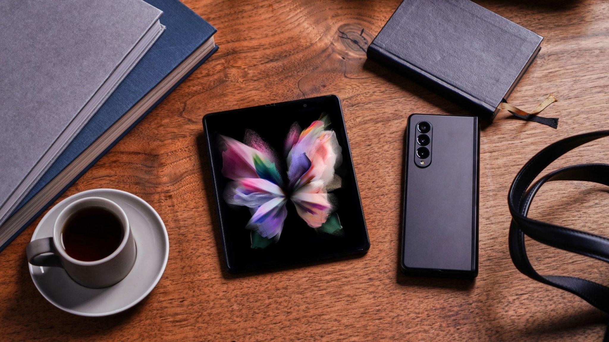 A Closer Look at Galaxy Z Fold3 Header